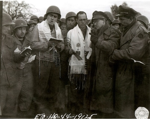 Chaplain-Lefkowitz-WW2