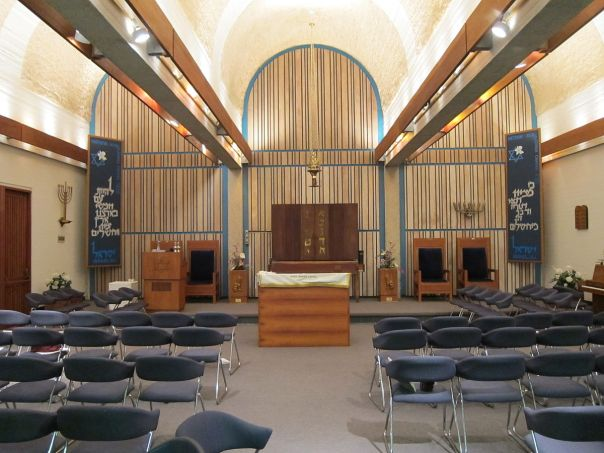 1200px-Interior_of_Aloha_Jewish_Chapel_on_Joint_Base_Pearl_Harbor-Hickam