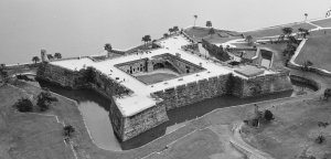 Aerial_view_of_Castillo_De_San_Marcos_-_02_cropped_01