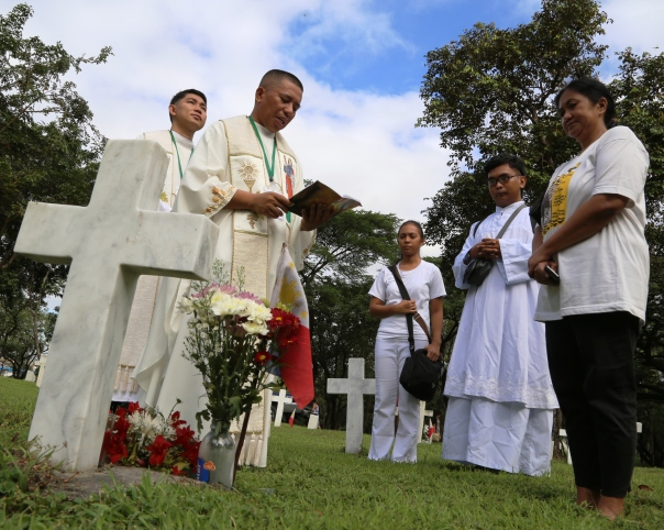Chaplain-Philippine-Army-grave-1
