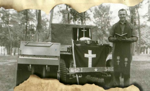 chaplain-george-w-knapp-kit-flag-organ-jeep
